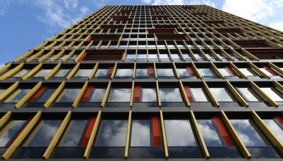 Leutschentower in Zürich mit verkleben Aluminium-Fenster
