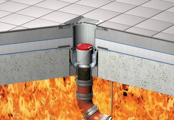ACO Bodenablauf Passavant mit aktiviertem Hitzeschild im Geruchsverschluss gegen Feuer von oben bzw. aktivierter Brandschutz-Kartusche gegen Feuer von unten.