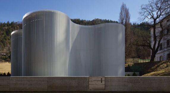 Warmwasserreservoir für das städtische Fernwärmenetzwerk (Foto: Günter Wett)