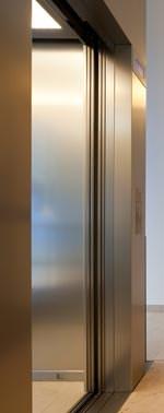 """Schlanke """"Liz""""-Aufzugtür von Riedl jetzt auch 6-flügelig"""