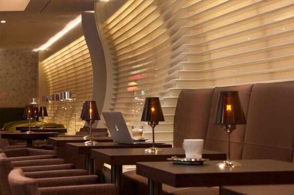 Öffentliche Bereiche/Innenraum: Hilton, Frankfurt Airport (L-Plan Lichtplanung), Foto: JOI-Design