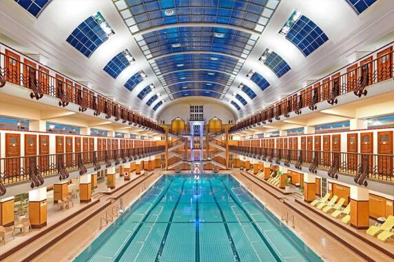Öffentliche Bereiche/Innenraum: Schwimmhalle Amalienbad, Wien (podpod design), Foto: Friedrich Jansenberger