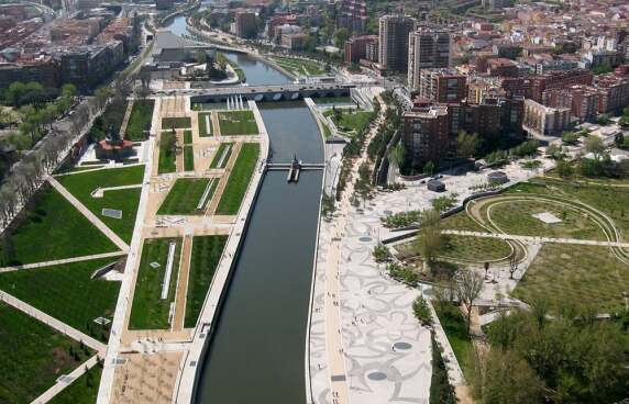 "Burgos & Garrido Arquitectos / Porras La Casta / Rubio & Alvarez-Sala / West 8 mit  ""Madrid Río"""