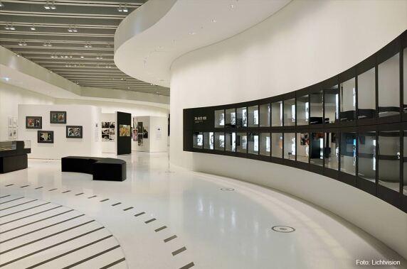 Öffentliche Bereiche/ Innenraum: Neubau der Leica-Verwaltung in Wetzlar (Lichtvision - Design & Engineering GmbH) Foto: Lichtvision