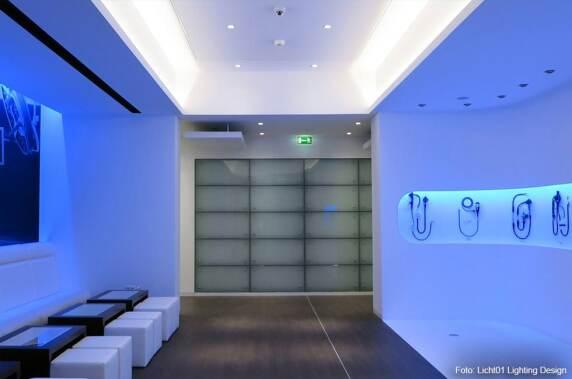 """Shopbeleuchtung: """"Olympus Showroom in Hamburg (Licht 01) Foto: Licht 01"""