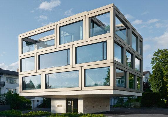 Bürogebäude Wüst und Wüst in Küsnacht von giuliani.hönger ag dipl. architekten eth-bsa-sia <br/> Foto: David Willén