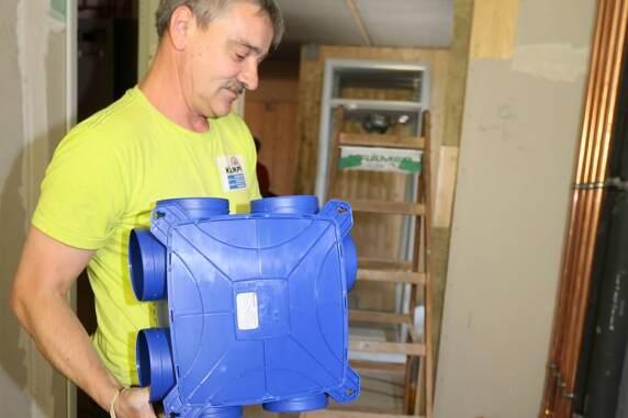 Die Healthbox mit schallgedämpften Lüfter und Steuerelektronik wiegt 2,5 kg.
