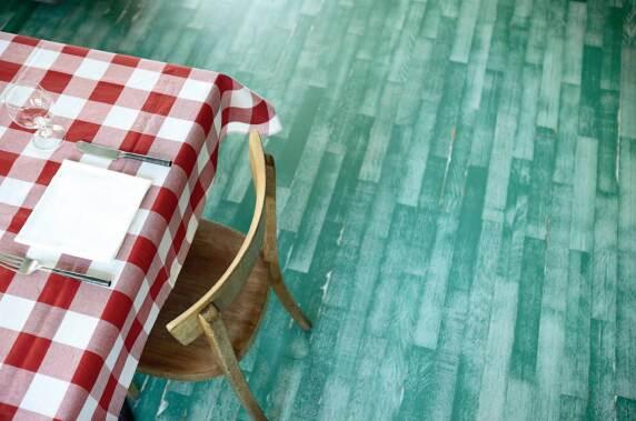 Restaurant «Waldesruh di Daniele», Bauwerk Parkett Unopark Vintage Edition, Eiche, Green Intense, matt versiegelt © Bauwerk Parkett AG