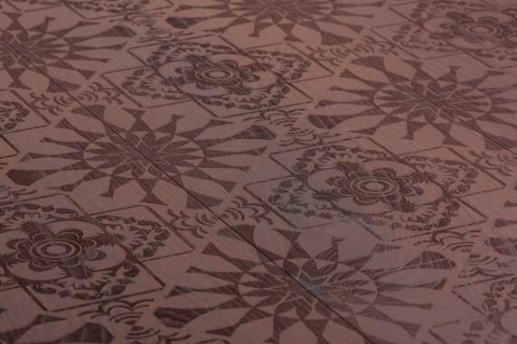 Carving Nana I: Traditionelle Kacheloptik für ein heimeliges Ambiente.
