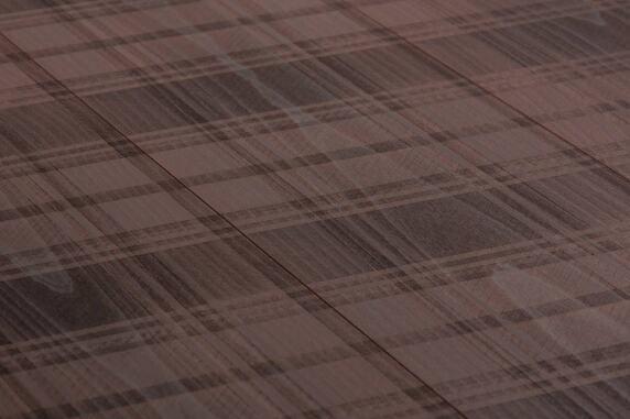 Carving Club I: Sportives Karomuster mit rutschfester Oberflächenstruktur